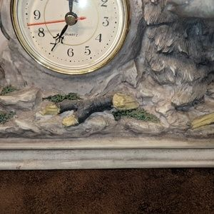 Accents - Wolf mantel clock